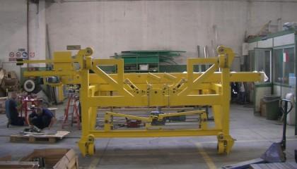 Telaio mobile elevatore con tavola a rulli per linea skid